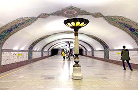 美術館のようなタシケントの地下鉄の駅 (ウズベキスタン)