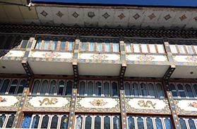 外壁の模様が美しい政府機関の建物 (ブータン)