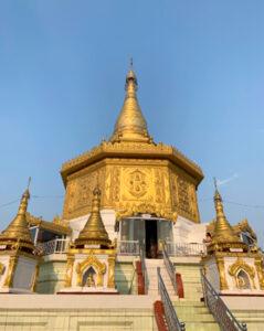 金色に輝く寺院(ミャンマー)